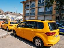 Volkswagen Golf-vloot in centrale Duitse stad royalty-vrije stock afbeeldingen