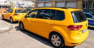 Volkswagen Golf-vloot in centrale Duitse stad royalty-vrije stock foto's
