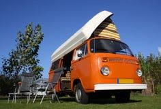 Volkswagen-kampeerautobestelwagen Stock Afbeeldingen
