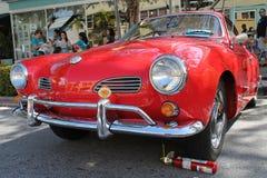 Volkswagen Karmann Ghia clásico en rojo fotografía de archivo libre de regalías