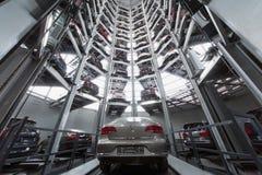 Volkswagen Passat в центре башни для того чтобы хранить автомобили Стоковое фото RF