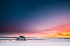 Volkswagen Polo Car Sedan Parking On een Kant van de weg van Landweg Royalty-vrije Stock Foto
