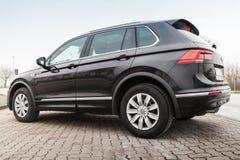Volkswagen Tiguan nero, linea r 4x4 Fotografie Stock Libere da Diritti