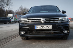Volkswagen Tiguan, R-línea 4x4 Fotos de archivo libres de regalías