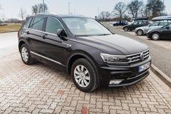 Volkswagen Tiguan, 4x4 r-Lijn zwart Stock Afbeeldingen