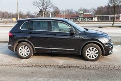 Volkswagen Tiguan 4x4 R-linje, sidosikt Arkivbilder