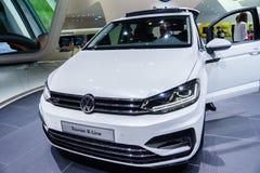 Volkswagen Touran R-linje, motorisk show Geneve 2015 Arkivbild