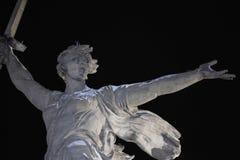 volkswagens Mamayev Kurgan - dziejowi pamiątkowi powikłani krajów ojczystych wezwania przy zimą Zakończenie cumujący noc portu st Obrazy Royalty Free