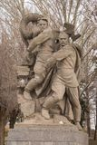 volkswagens Rosja - 1 2017 Kwiecień Rzeźba - zawalenie się fascism na bohaterach obciosuje na Mamayev wzgórzu Żołnierze, thro obraz stock