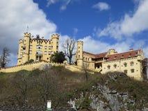 Voll - Ansicht des Hohenschwangau Schlosses lizenzfreie stockfotos