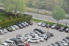 Voll vom Parkplatz außerhalb des Polizeireviers lizenzfreies stockfoto