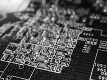 Volle FokusLeiterplatte mit Mikrochips und anderen elektronischen Bauelementen Computer- und VernetzungsKommunikationstechnologie Stockbild
