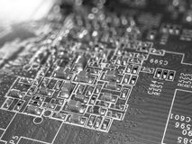 Volle FokusLeiterplatte mit Mikrochips und anderen elektronischen Bauelementen Computer- und VernetzungsKommunikationstechnologie Lizenzfreies Stockbild