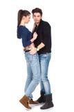 Volle Karosserie schoss von tragenden Jeans eines Paares Stockfotografie