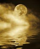 Volle maan bij nacht Stock Afbeeldingen
