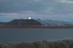 Volle maan, het Meer van de Piramide, Nevada Royalty-vrije Stock Fotografie
