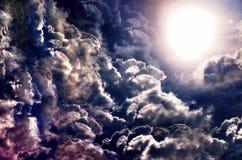Volle maan over donkere hemel Stock Afbeelding