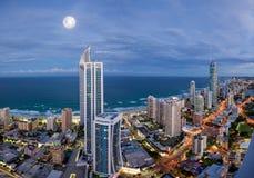 Volle maan over Paradijs Surfers Royalty-vrije Stock Afbeeldingen