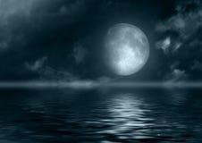 Volle maan in water wordt weerspiegeld dat royalty-vrije illustratie