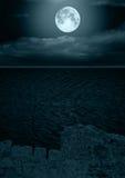 Volle maan in wolken royalty-vrije stock fotografie