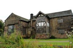 Volledig hersteld Tudor Manor-huis Royalty-vrije Stock Afbeelding