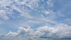Volledig kader van wolken en zijn textuur met blauwe hemelachtergrond Royalty-vrije Stock Afbeelding