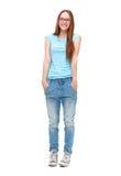 Volledig lengteportret van jong geïsoleerd meisje in toevallige kleding Stock Foto's