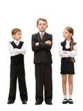 Volledig lengteportret van kleine kinderen met gekruiste handen Stock Afbeelding