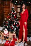 Volledig lengteportret van mooie sexy vrouw binnen Royalty-vrije Stock Foto's