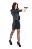 Volledig lengteportret van vrouw schieten met kanon geïsoleerd op whit Royalty-vrije Stock Afbeeldingen
