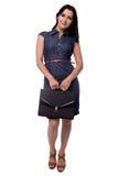 Volledig lichaamsportret van bedrijfsdievrouw in kleding bescheiden met portefeuille, aktentas, op wit wordt geïsoleerd Stock Foto's