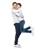 Volledig portret van gelukkig die paar op wit wordt geïsoleerd Stock Fotografie