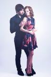 Volledig portret van jong paar in liefde Royalty-vrije Stock Afbeelding