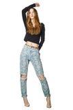 Volledig portret van mooie jonge vrouw in manier het modieuze jeans stellen geïsoleerd op wit Stock Afbeeldingen