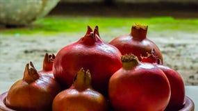 Volledig Rijpe Rode Granaatappels Stock Afbeelding