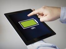 Volledige batterij op een tablet Stock Fotografie