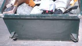 Volledige container met huisvuilclose-up stock videobeelden