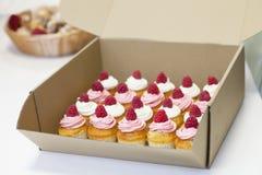 Volledige doos van cakes Royalty-vrije Stock Foto