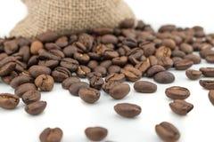 Volledige Koffiezak met bonen royalty-vrije stock afbeelding