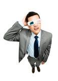 Volledige lengte Aziatische zakenman die 3d witte bac van de glazenfilm dragen Stock Afbeeldingen