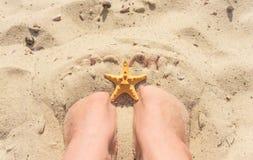 Volledige ontspanning op het strand Stock Afbeeldingen