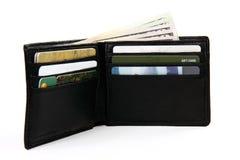 Volledige portefeuille met geld en giftkaarten Stock Foto