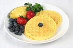 Volledige wafels & Fruit Stock Afbeelding