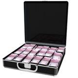 Voller Euro Geld des eleganten schwarzen Koffers Banknoten von 500 Lizenzfreies Stockfoto
