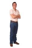 In voller Länge Portrait des Mannes mit den Armen gefaltet Stockfotografie