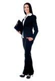 In voller Länge von der jungen Geschäftsfrau Stockbild