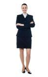 In voller Länge von der schönen Geschäftsfrau lizenzfreie stockfotografie