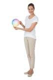 In voller Länge von einer jungen Frau mit Farbenproben Lizenzfreies Stockfoto
