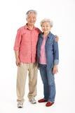 In voller Länge Studio geschossen von den chinesischen älteren Paaren Stockfotos