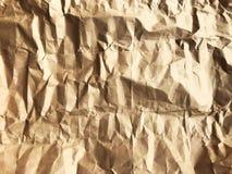 Voller Rahmen des drastischen braunen zerknitterten Papiers sieht wie Felsen aus lizenzfreies stockbild